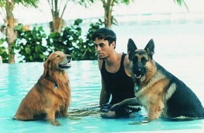 Enrique Iglesias in pool with Lucas